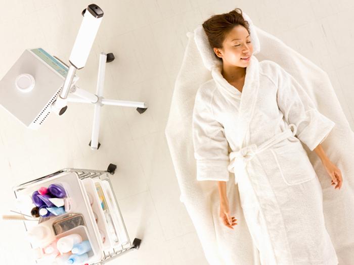 4.パルス電流・脂肪溶解(10分) 電流を流して浸透させることで、脂肪細胞を溶かして体外に排出します。