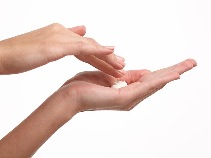 9.アフタークリーム(5分) クリームを塗って体を引き締めましょう。